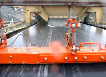 Non-destructive testing of steel cord conveyor belts